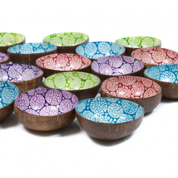 Coconut bowls with eggshell and mother of pearl available in red, green, purple or blue.